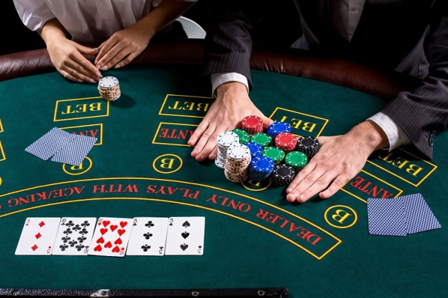 Canadians can play offshore online casinos